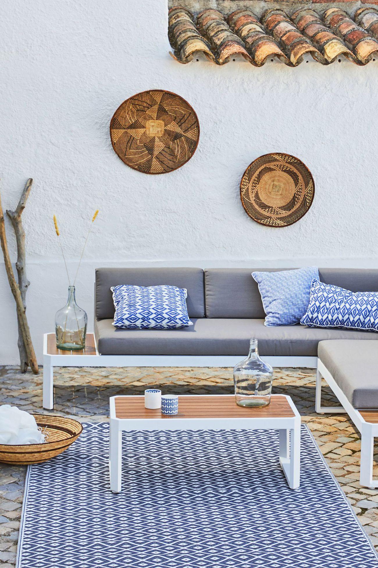 terrasse-sud-mediterrannee-mosaique-azulejos-bleu-blanc-paille