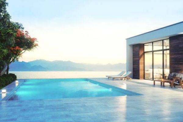 Maison contemporaine luxueuse au bord de la mer